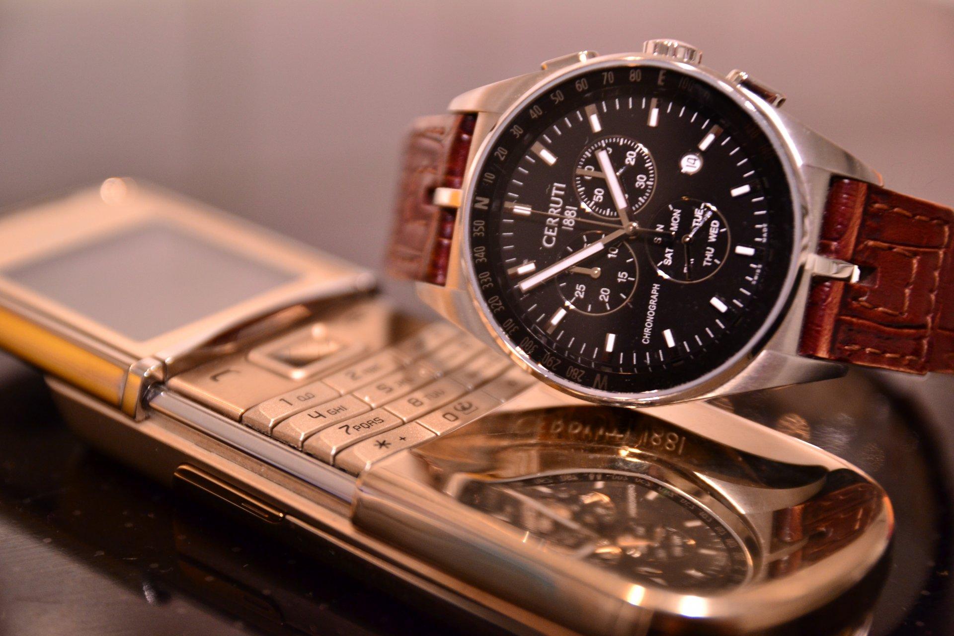 Модные телефоны-часы