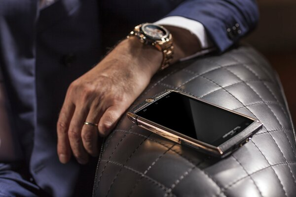 Tonino Lamborghini 88 Tauri 2 Torino Lamborghini Lamborghini 88 Tauri 2 Tauri смартфон smartphone android phone телефон hi-tech техника device девайс gold brown rich золотой золото watch style часы ру