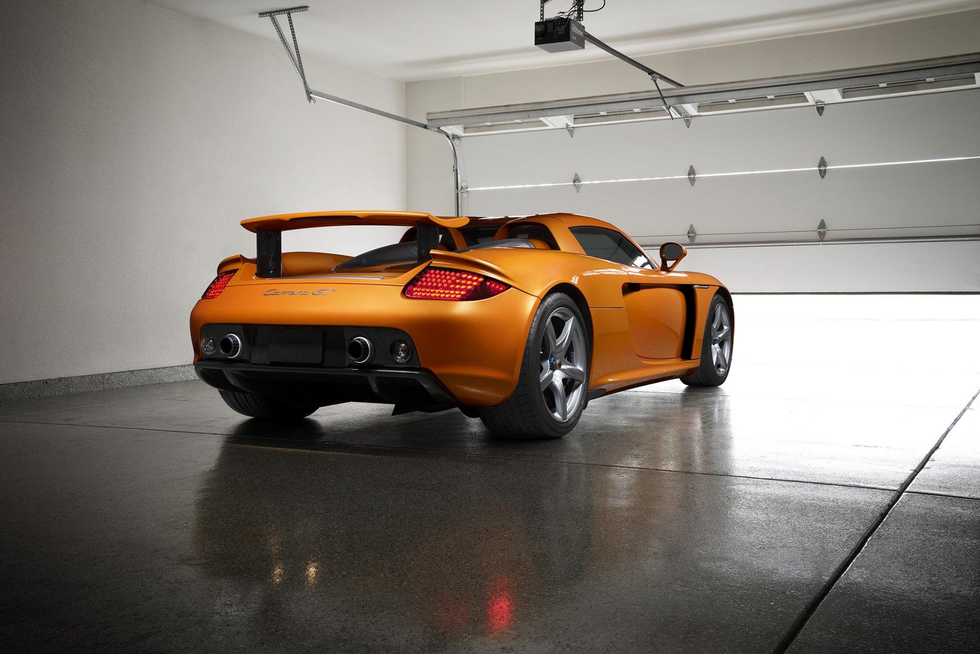 Оранжевый автомобиль porsche carrera  № 837047 без смс