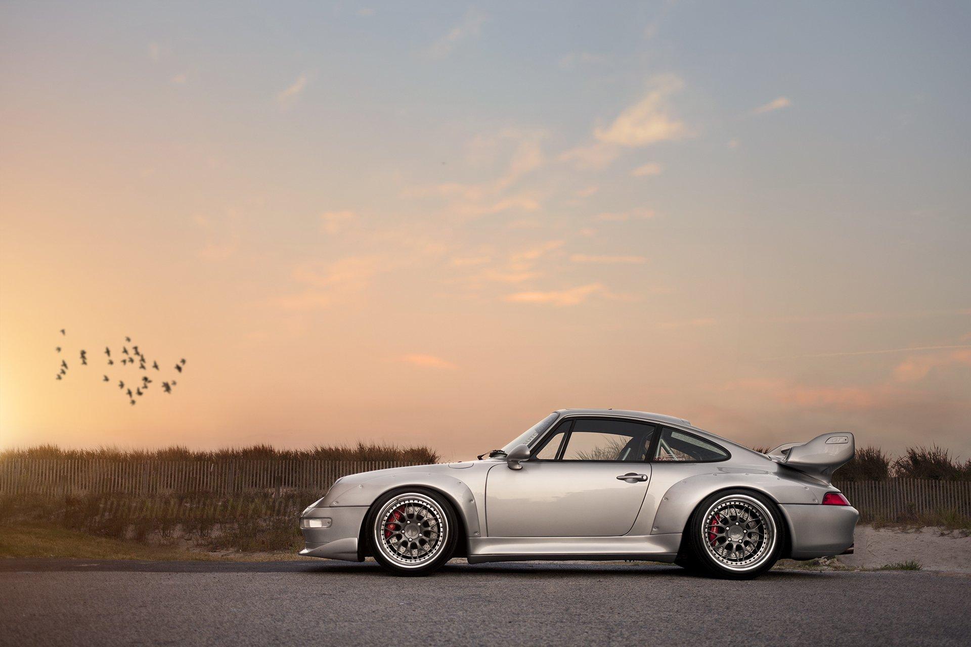 серебристая Porsche  № 984917  скачать