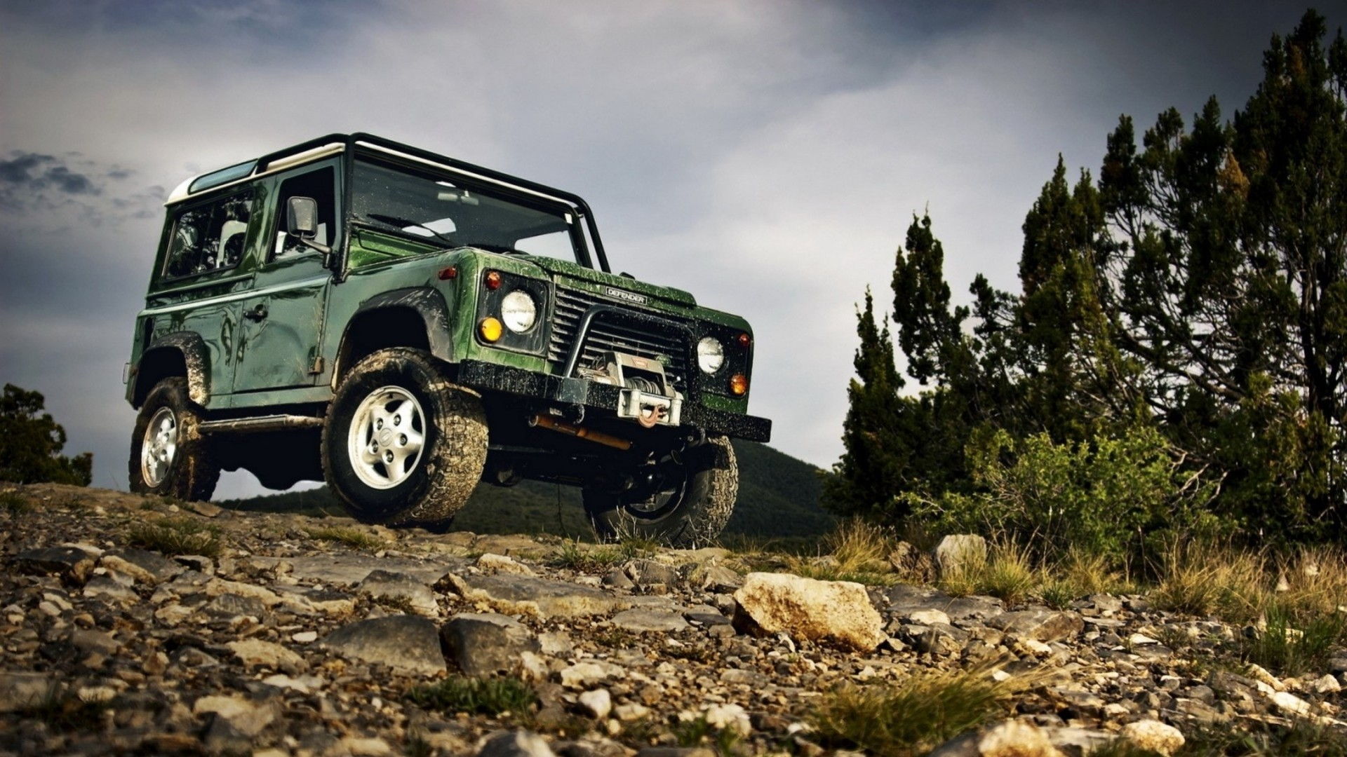 Land rover в грязи анонимно