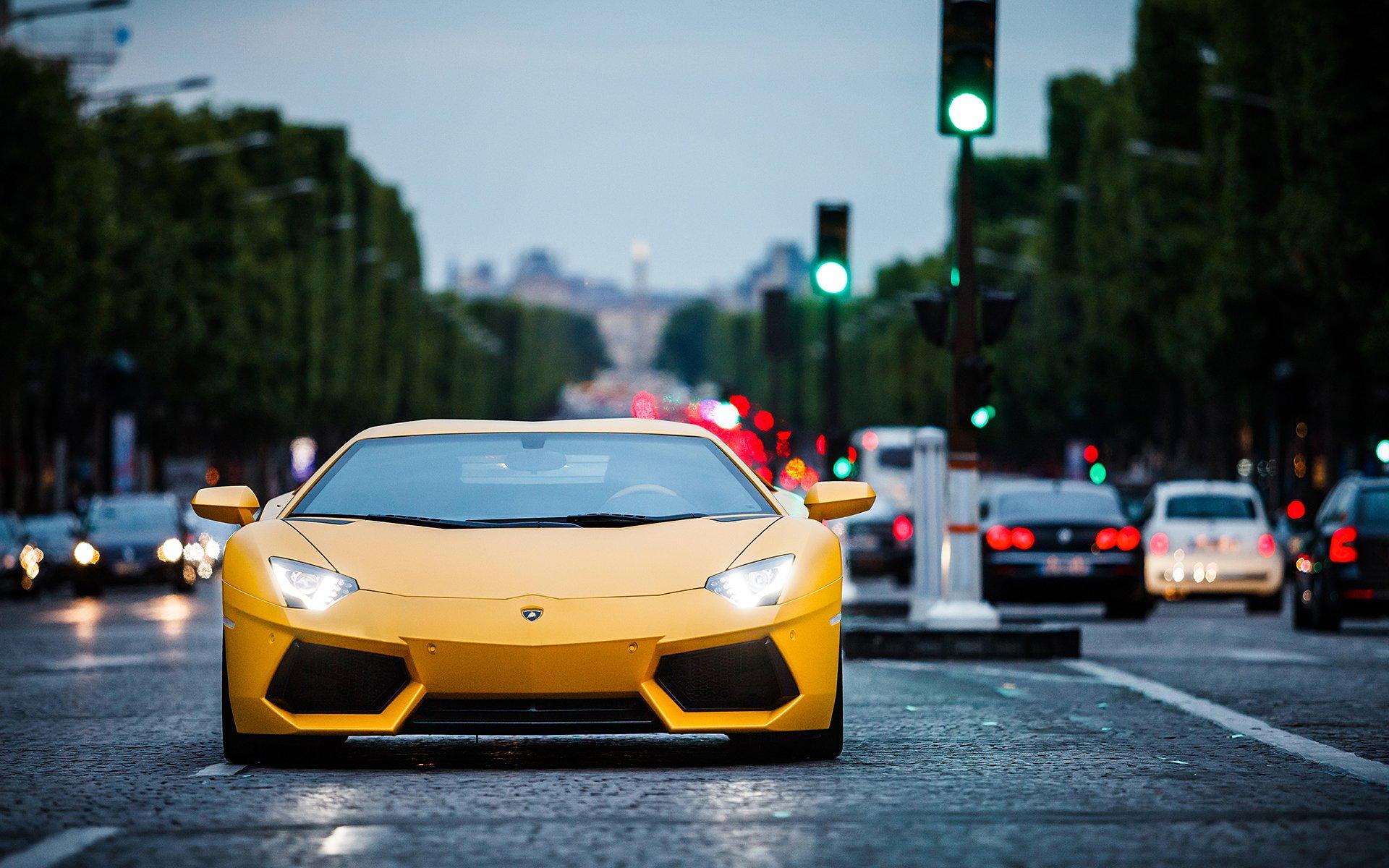 желтый спортивный автомобиль Lamborghini Aventador yellow sports car без смс
