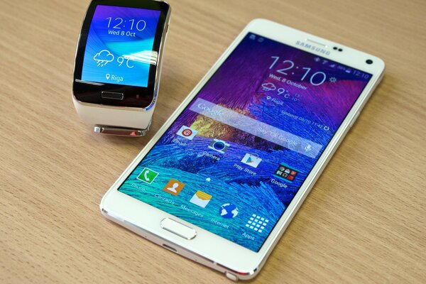 Samsung Galaxy Note 4 смартпэд Samsung Gear S часы-смартфон смартфон-часы