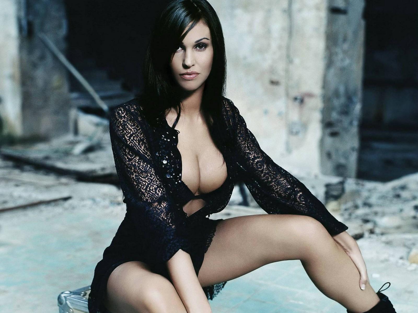 Ashley judd breasts