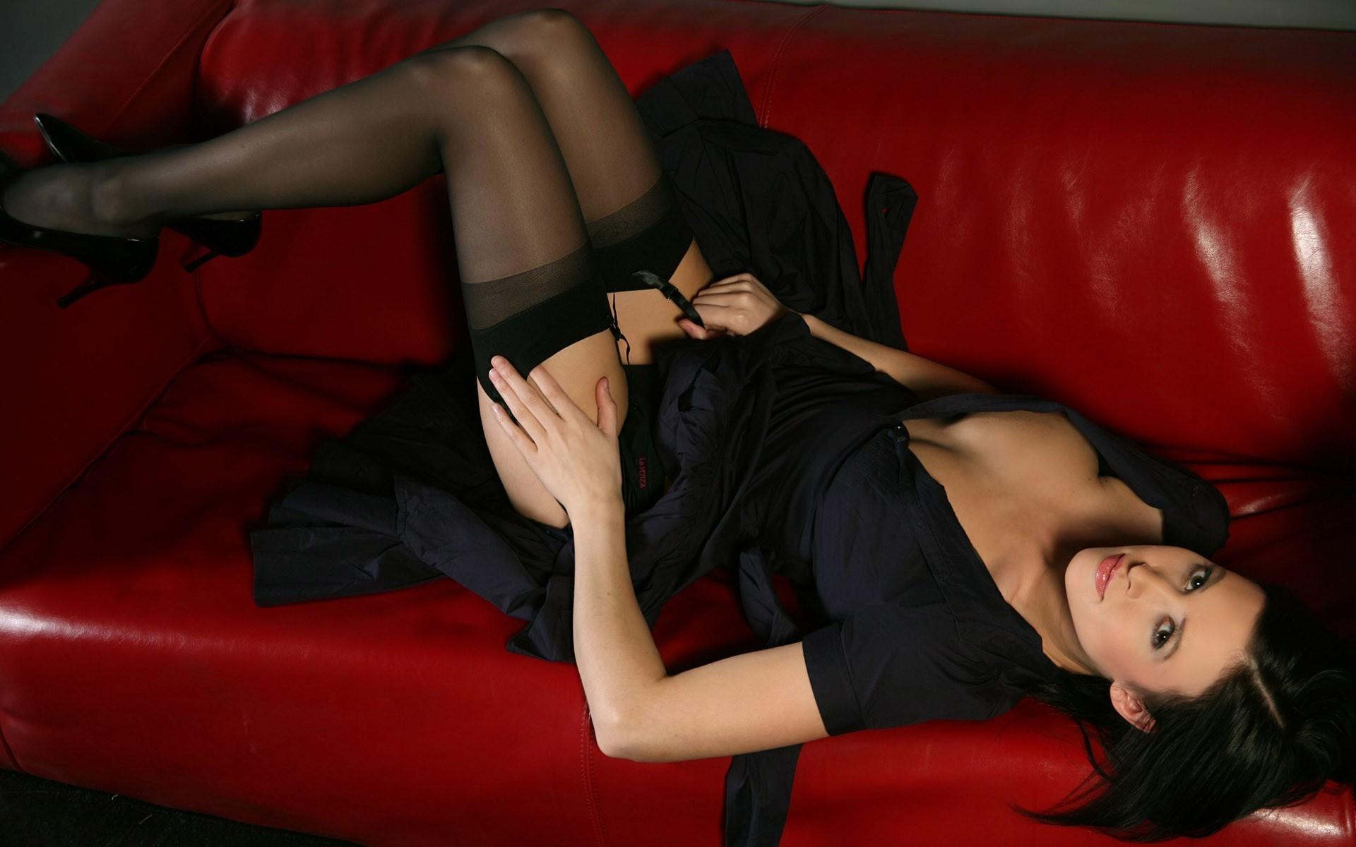 Сексуальные девушки в черных чулках и в платьях