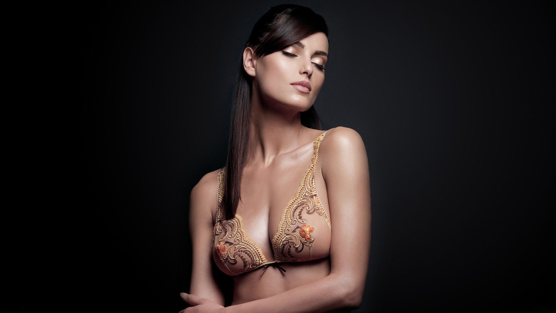 том грудь с шикарными украшениями фото только добавить