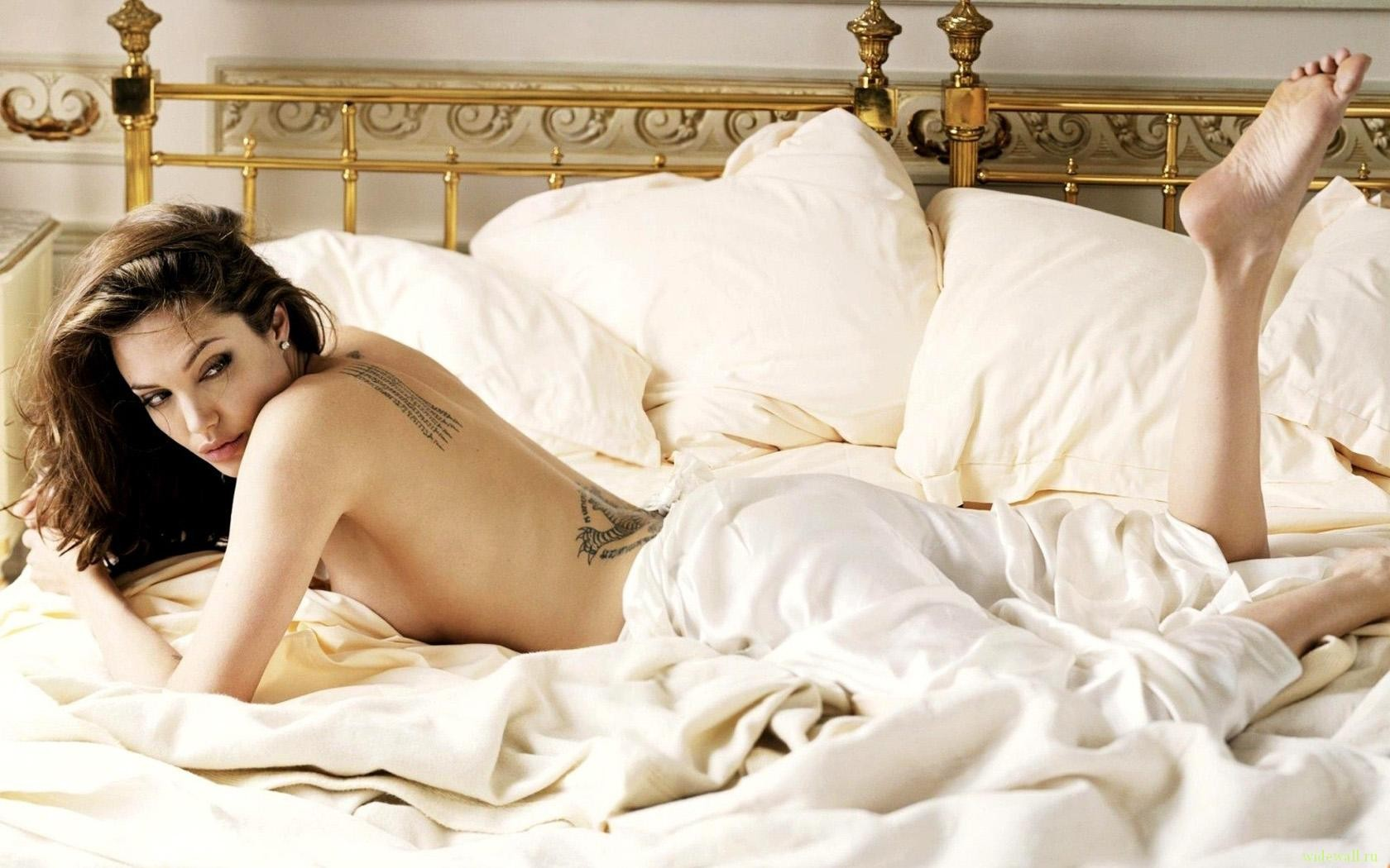 seksualnie-golie-devushki-v-posteli