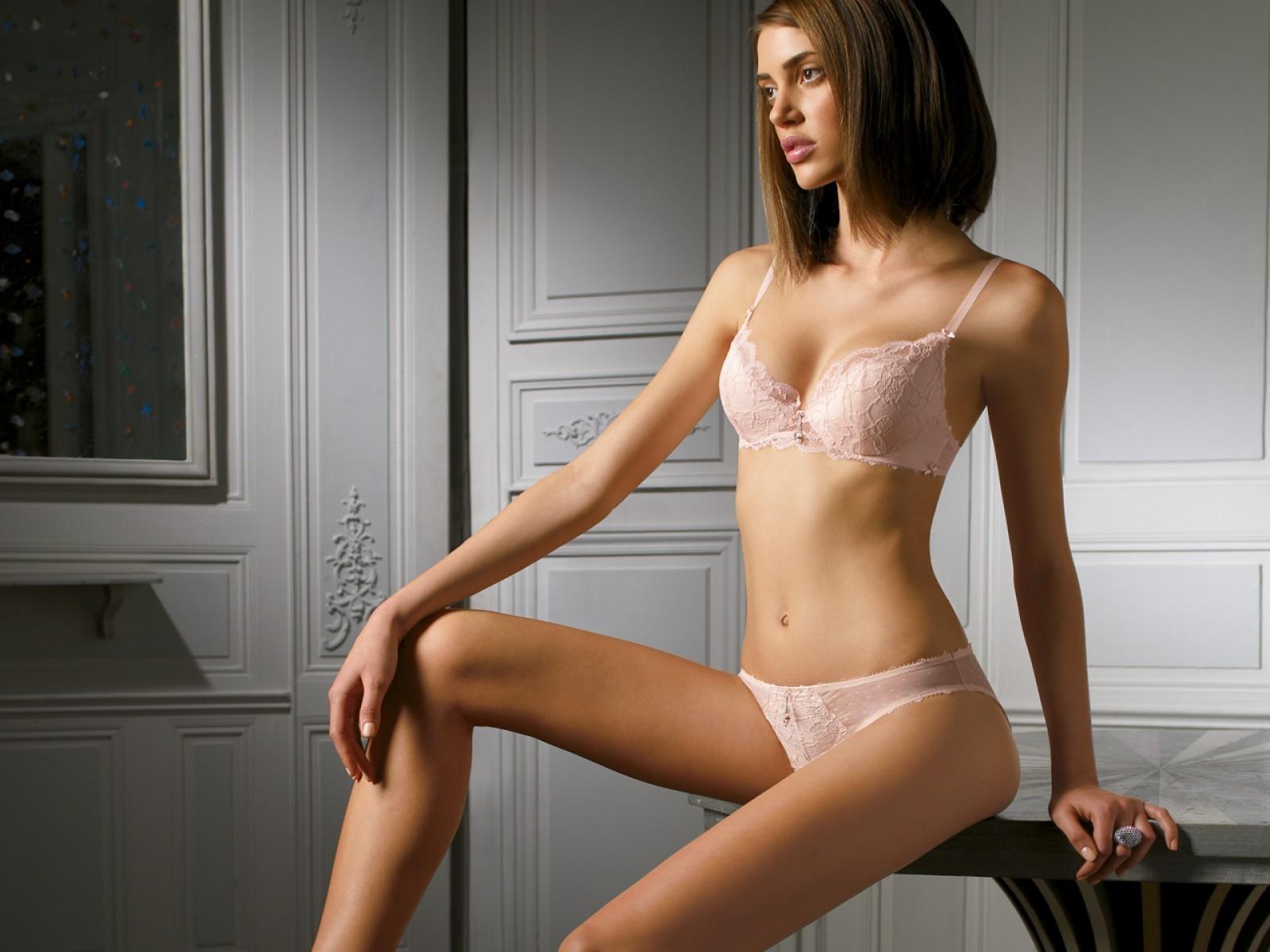 Стройная грудь у девушек в нижнем белье — photo 2