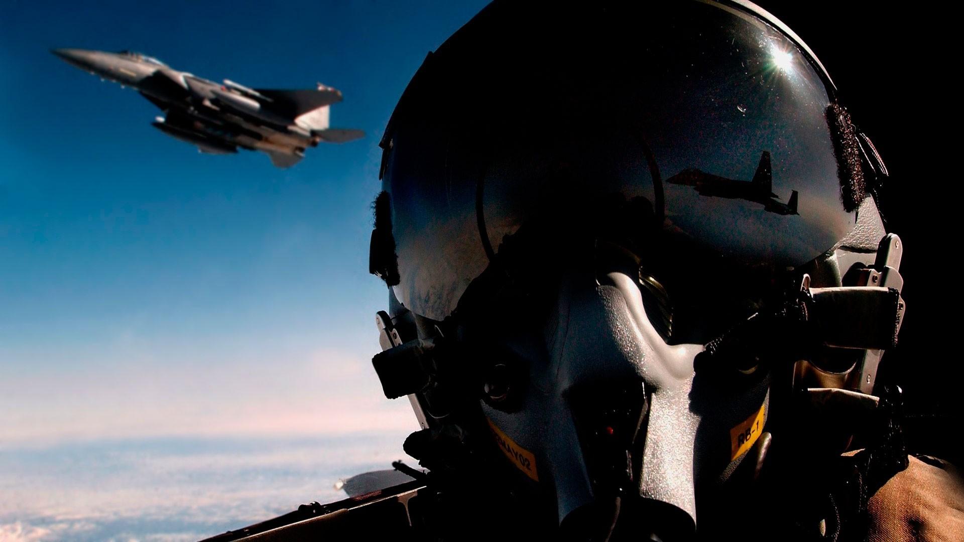 Обои истребитель, в небе, шлем. Авиация foto 13
