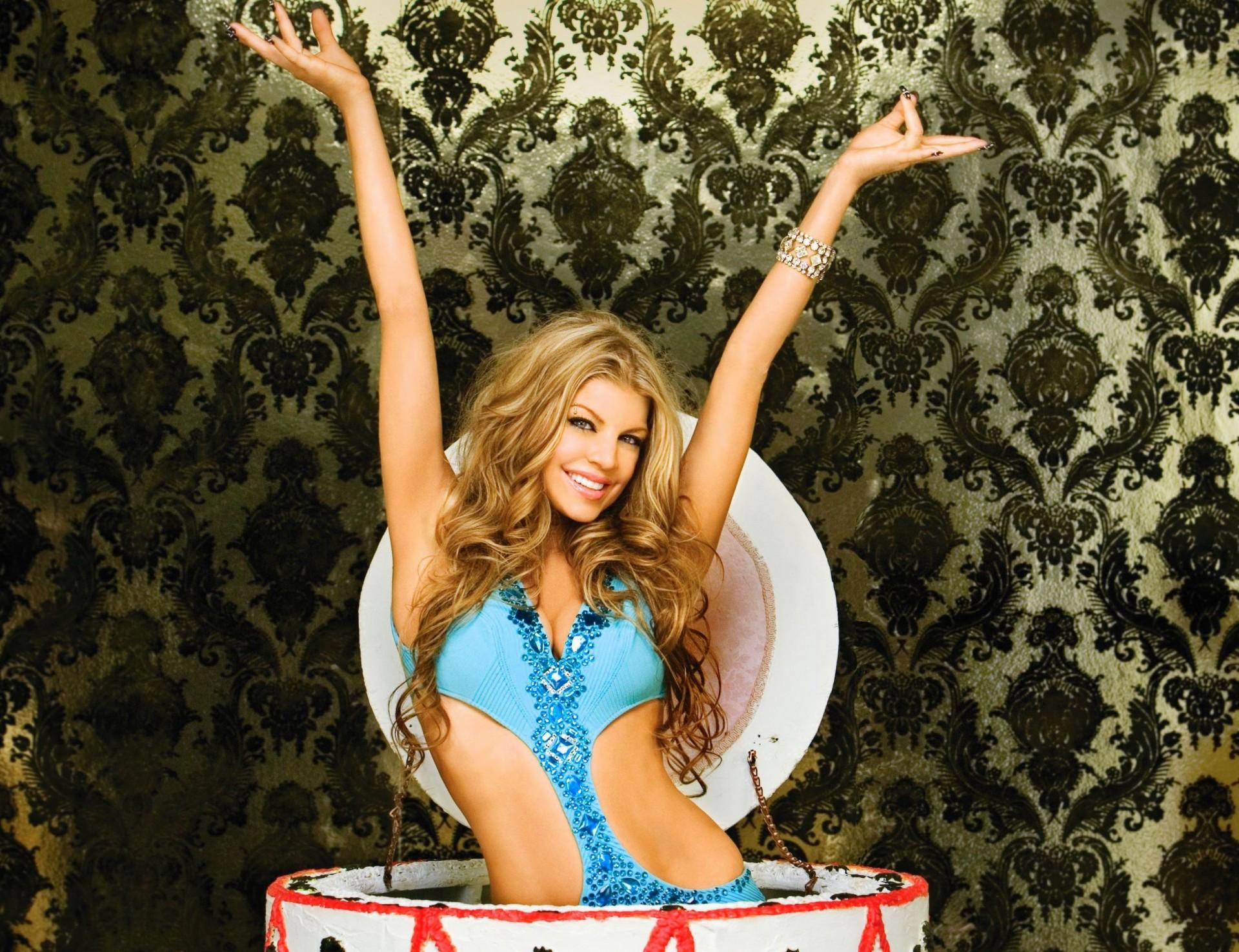 Обеденный перерыв, открытка девочка из торта