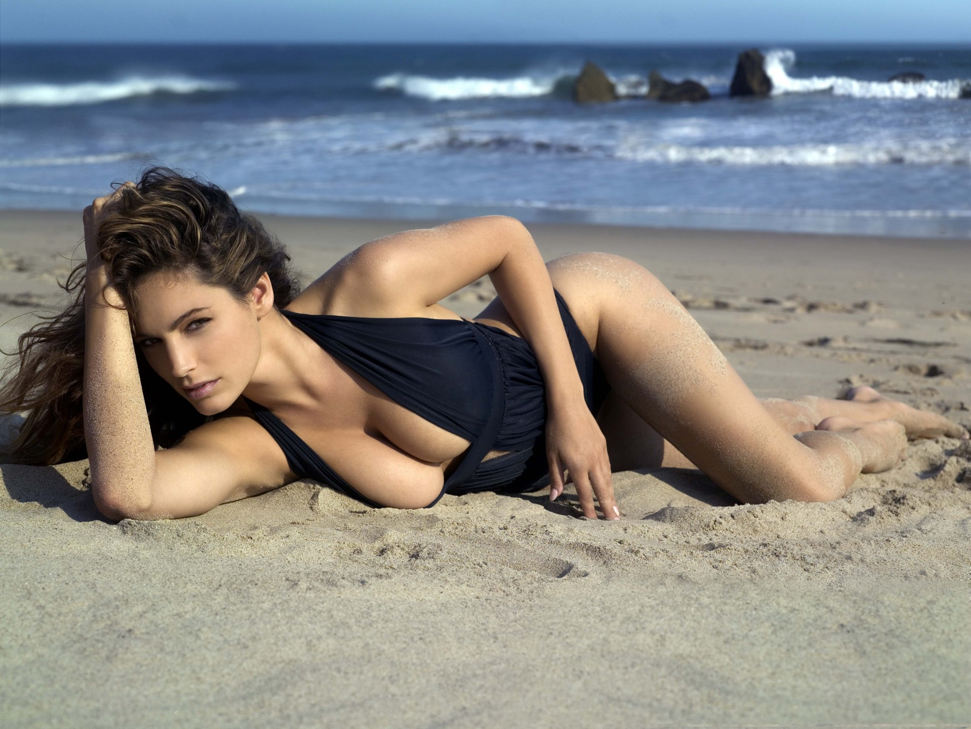 женщина на пляже видео - 5