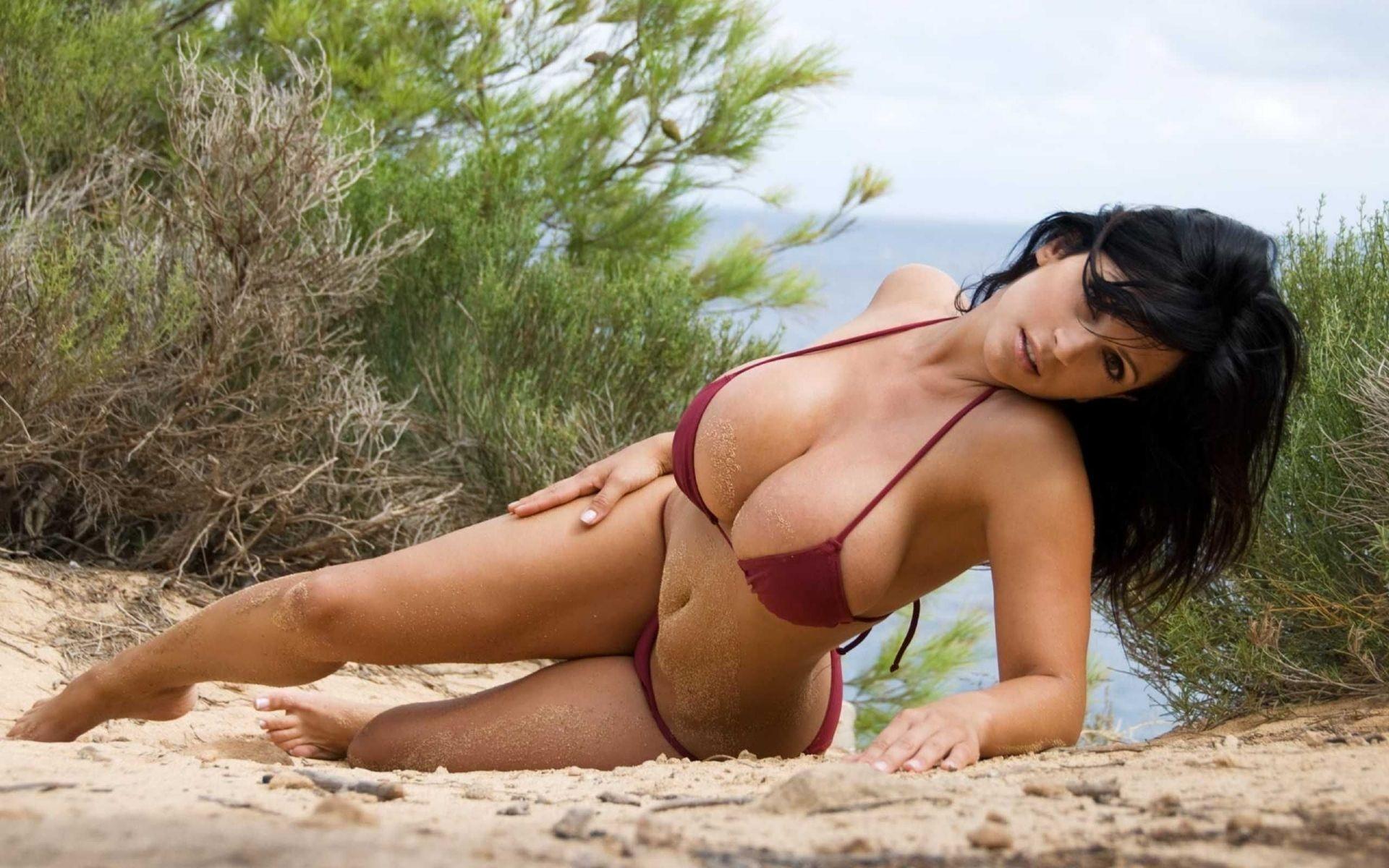 big-bikini-boob-in-wallpaper-jillian-michaels-nude-image
