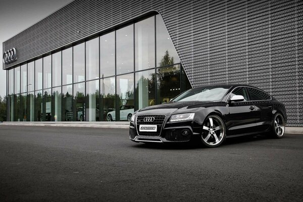 черный автомобиль Audi RS 5  № 3425043 без смс
