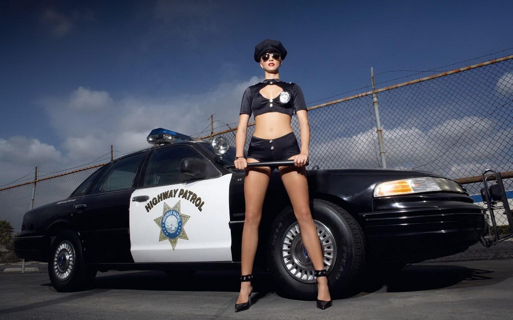 Сексуальная девушка коп, Девушка коп - видео Yo-Sex 19 фотография