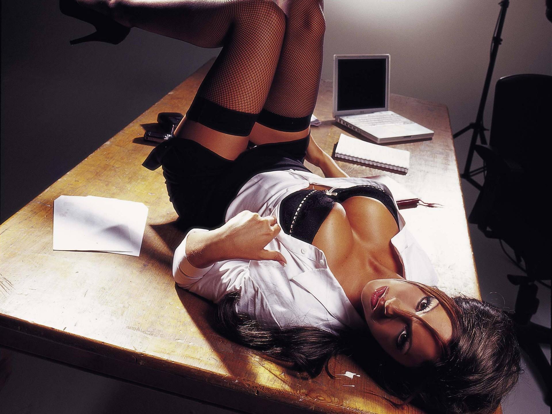 секретарша за работой-яы1