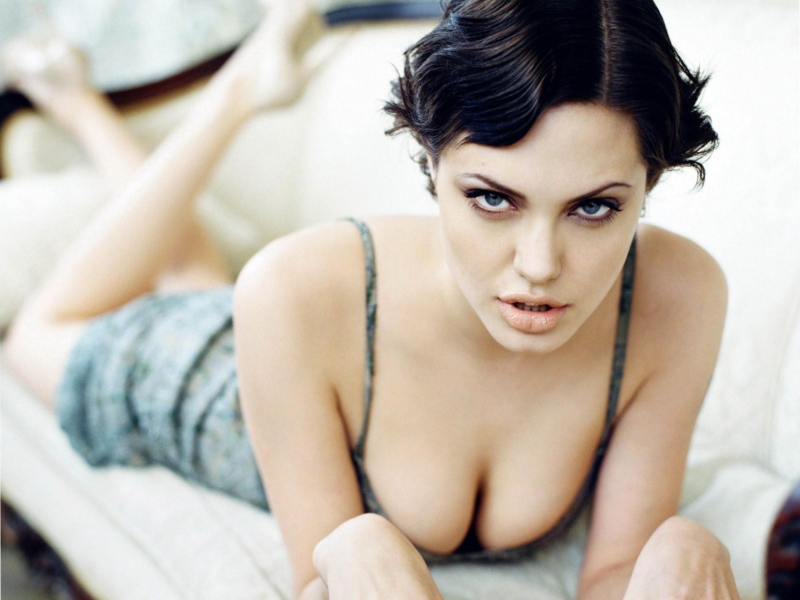 naked-vagina-of-angelina-jolie