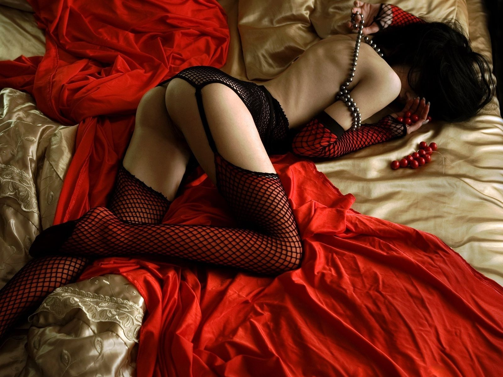 chernoe-i-krasnoe-erotika-video