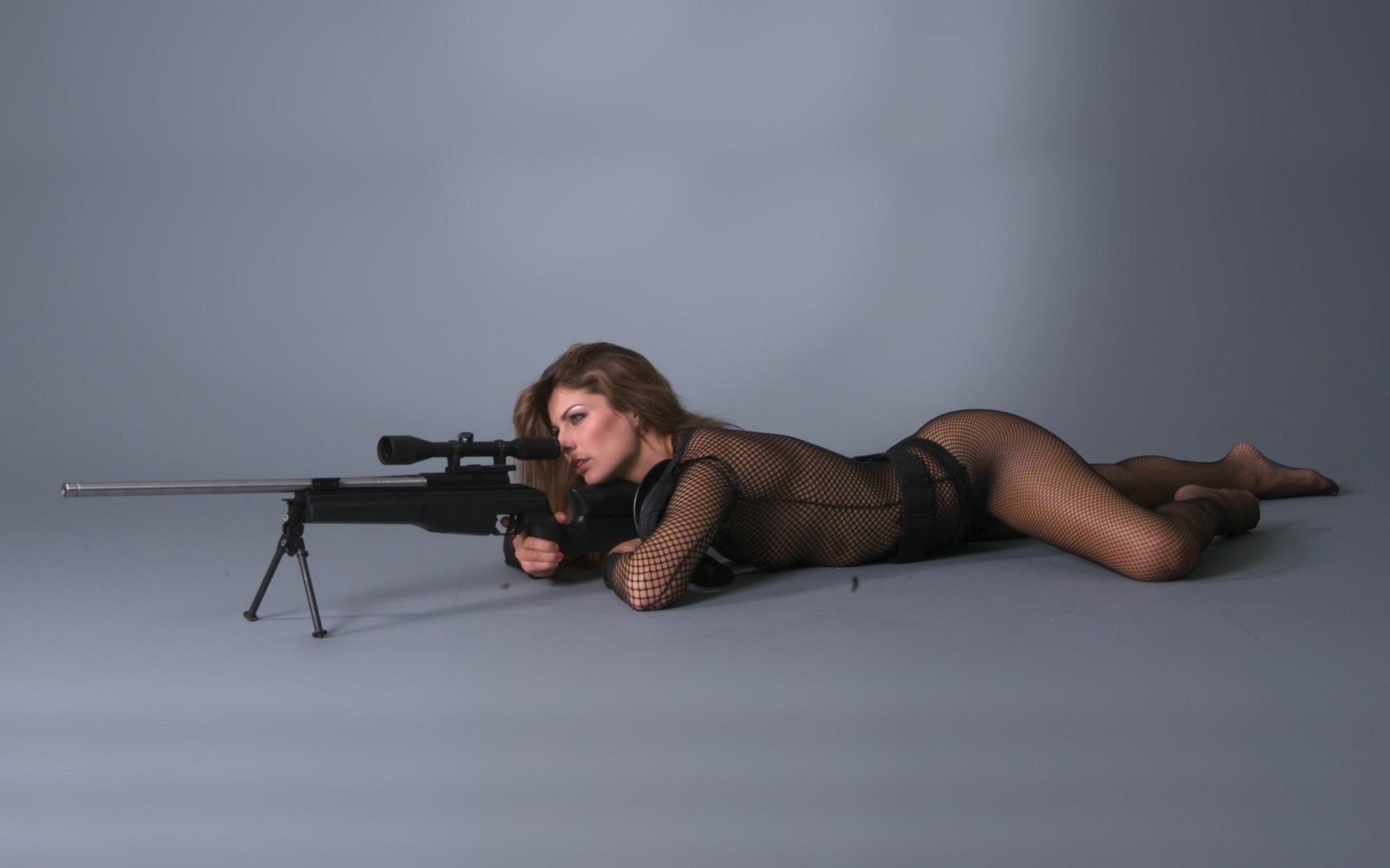 девушки с оружием смотреть рабочий стол эротика как