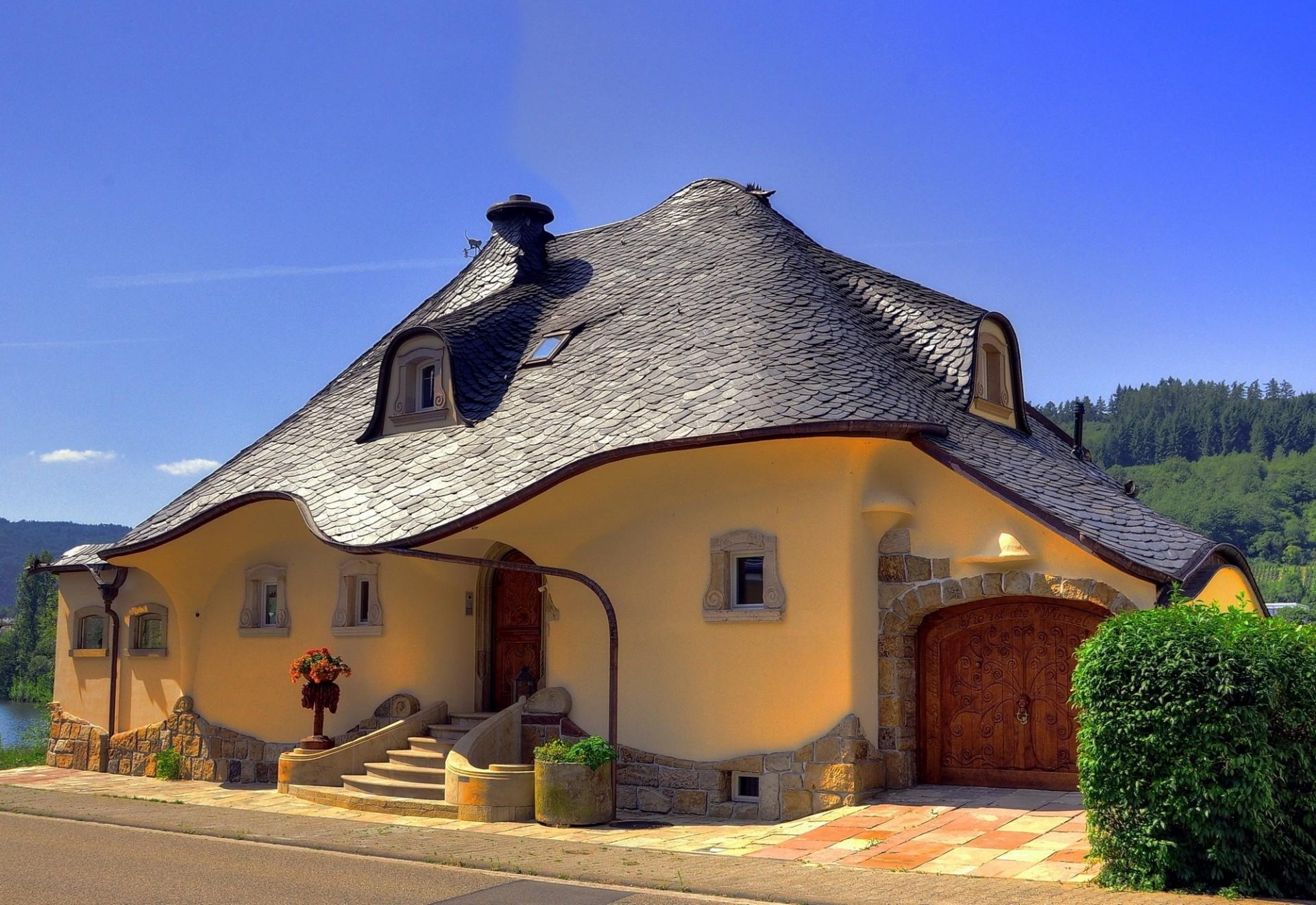 Необычные фасады домов фото