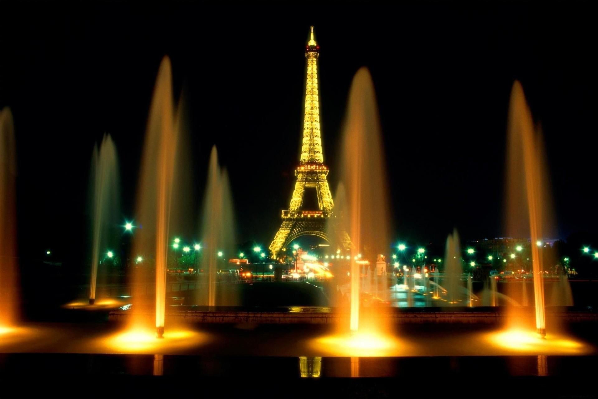 картинка эйфелева башня с фонтанами чеснок