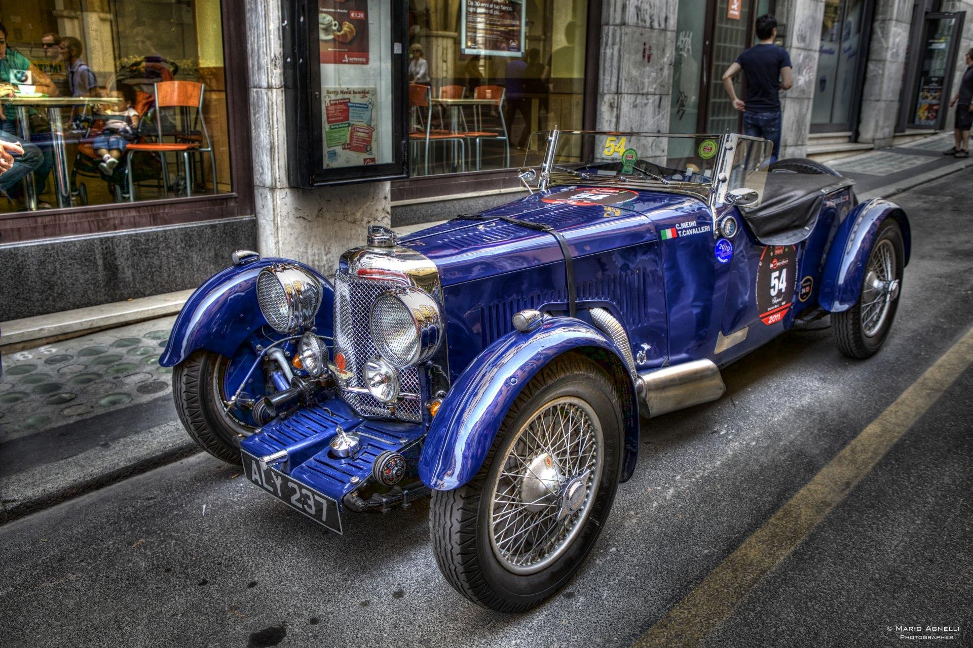 Ретро автомобиль синий бесплатно