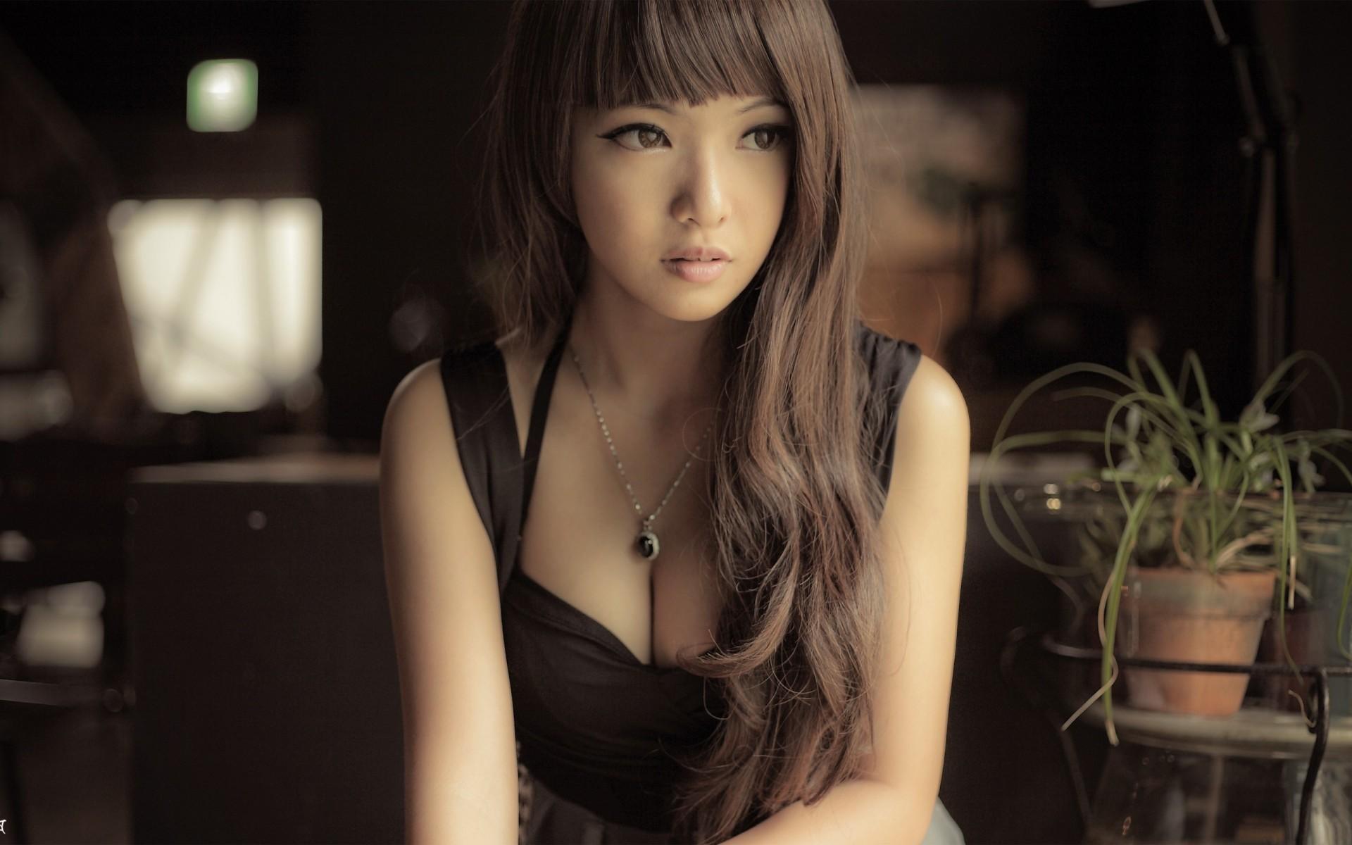 упругие груди дешевые девушки азиатки партнёры играм