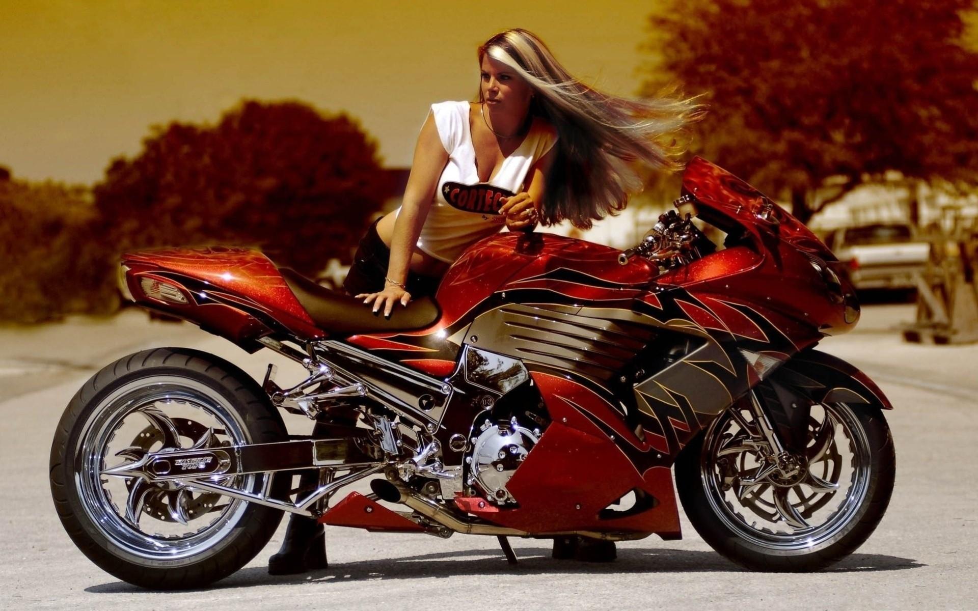 foto-devushek-na-mototsikle-visokogo-kachestva-struyniy-orgazm-u-tolstuhi