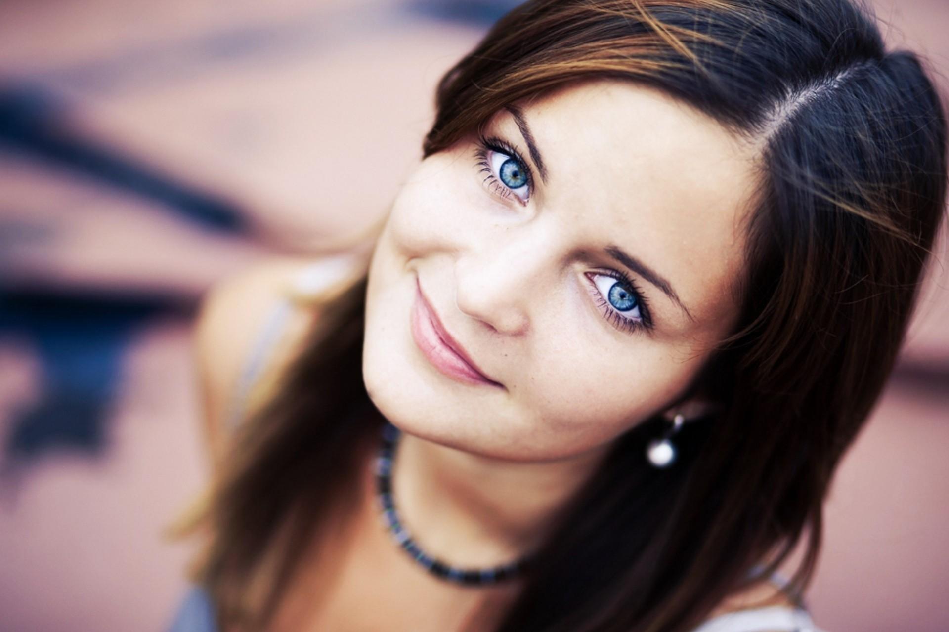 Фото девушки с красивыми глазами брюнетка 6 фотография