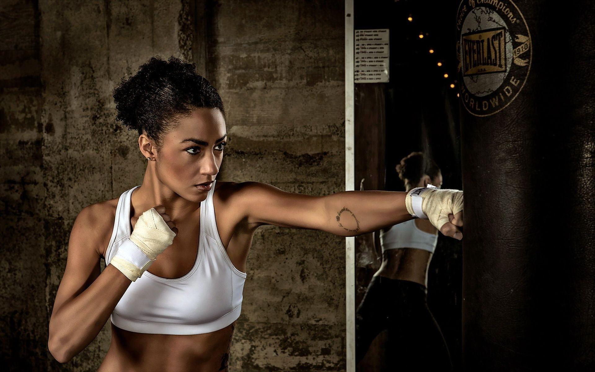 поисках боксеры почему бьют баллон Другие, Любовь