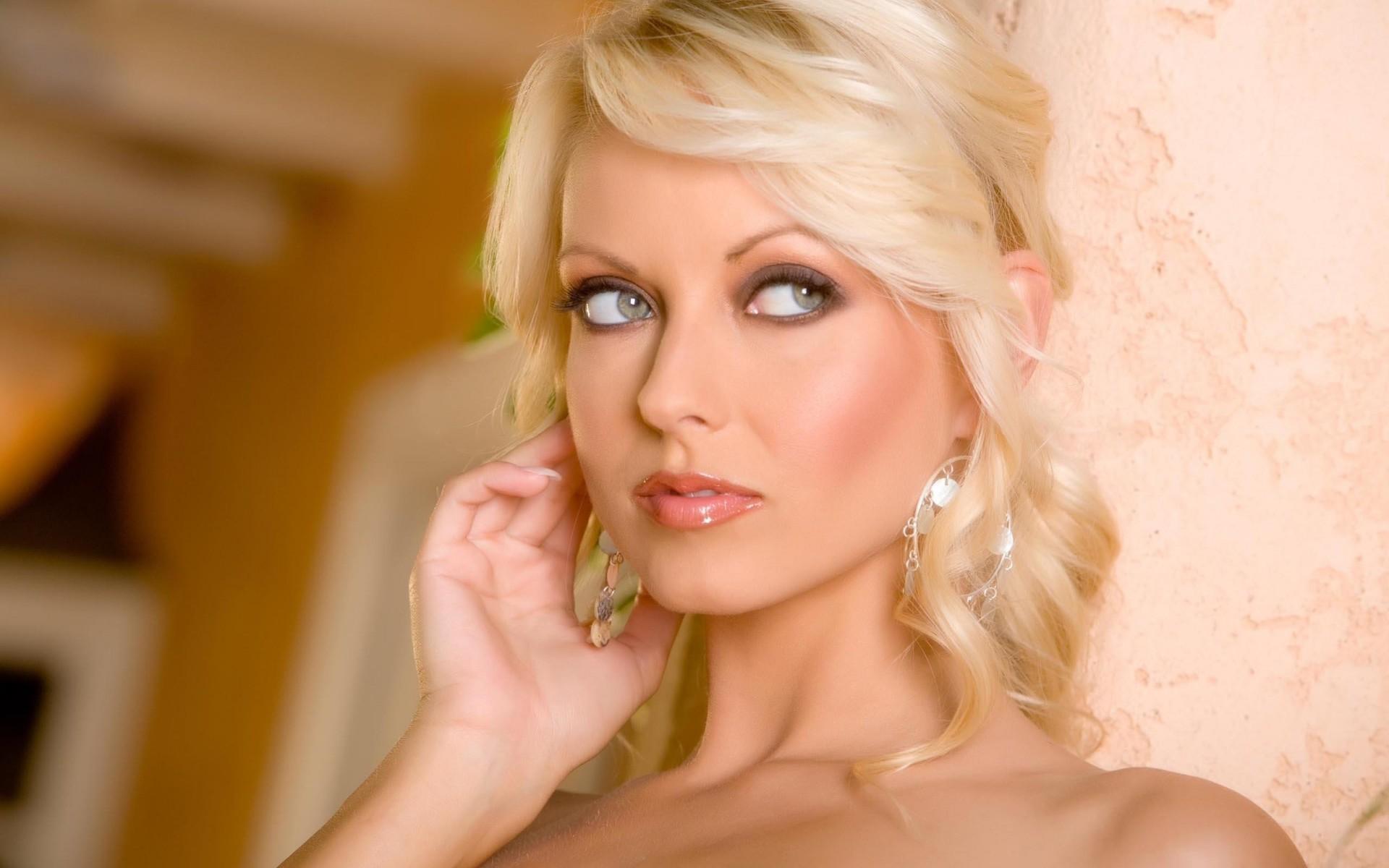 zrelaya-porno-aktrisa-blondinka