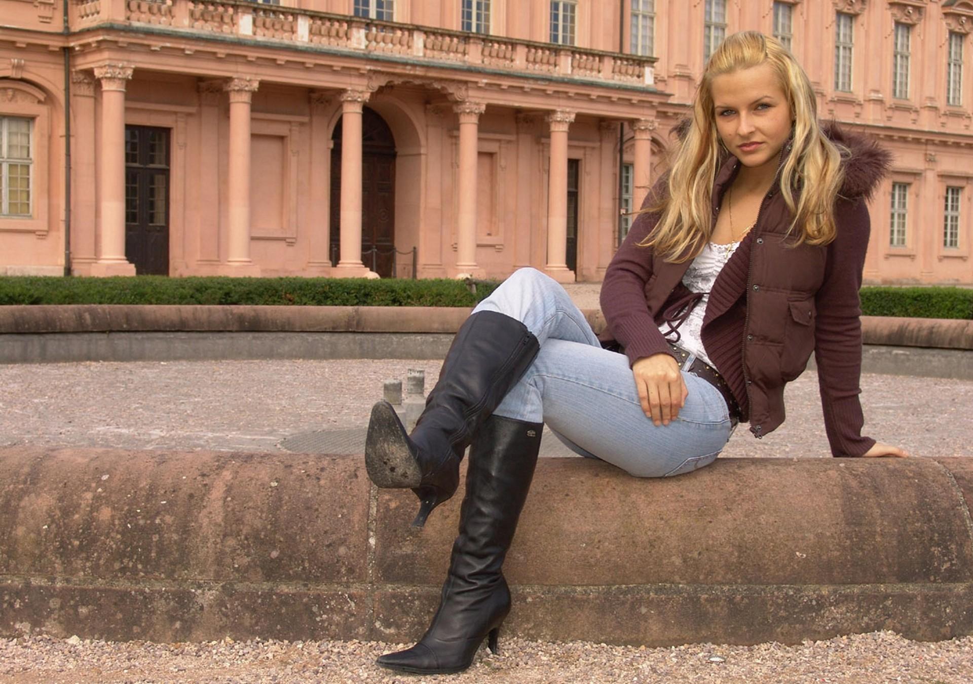 штанах высоких милая в блондинка
