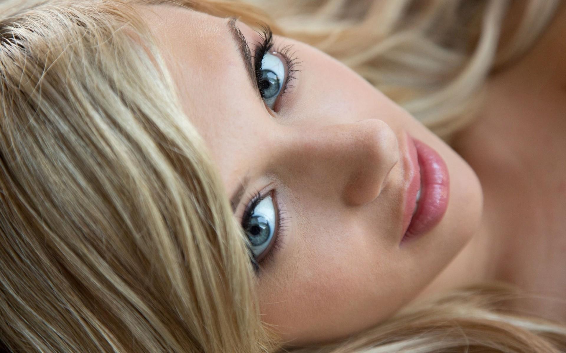 Видеоархив частный шикарная классическая блондинка с зелеными глазами порномодель фото неграми онлайн