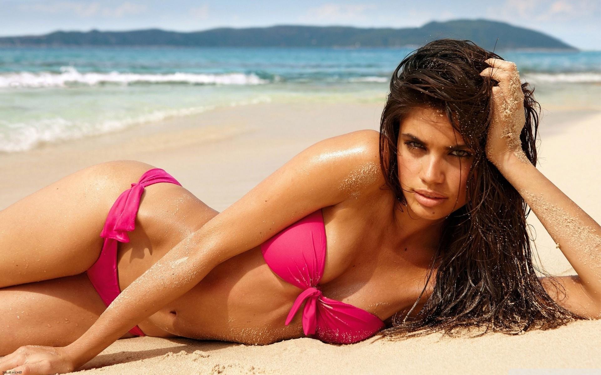Испанские девочки на пляже