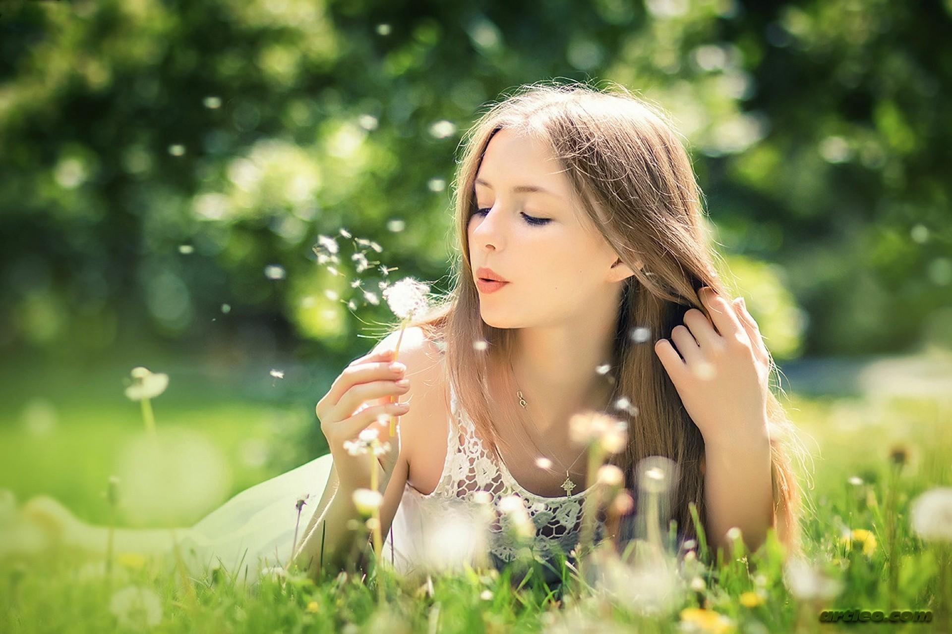 Красивые девушки фото с одуванчиком