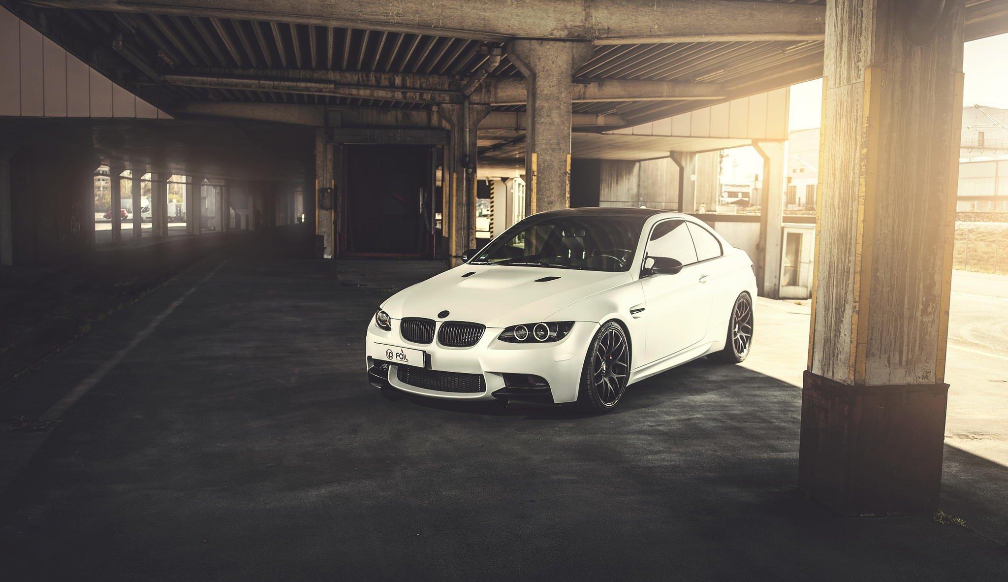 серо-белая BMW  № 477624 без смс
