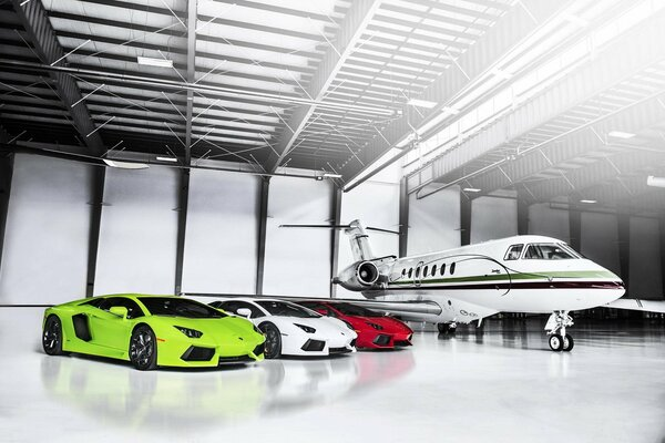 Lamborghini Aventador LP700-4 Green White Red Supercars Plane Суперкары Самолет Ангар Italian Flag