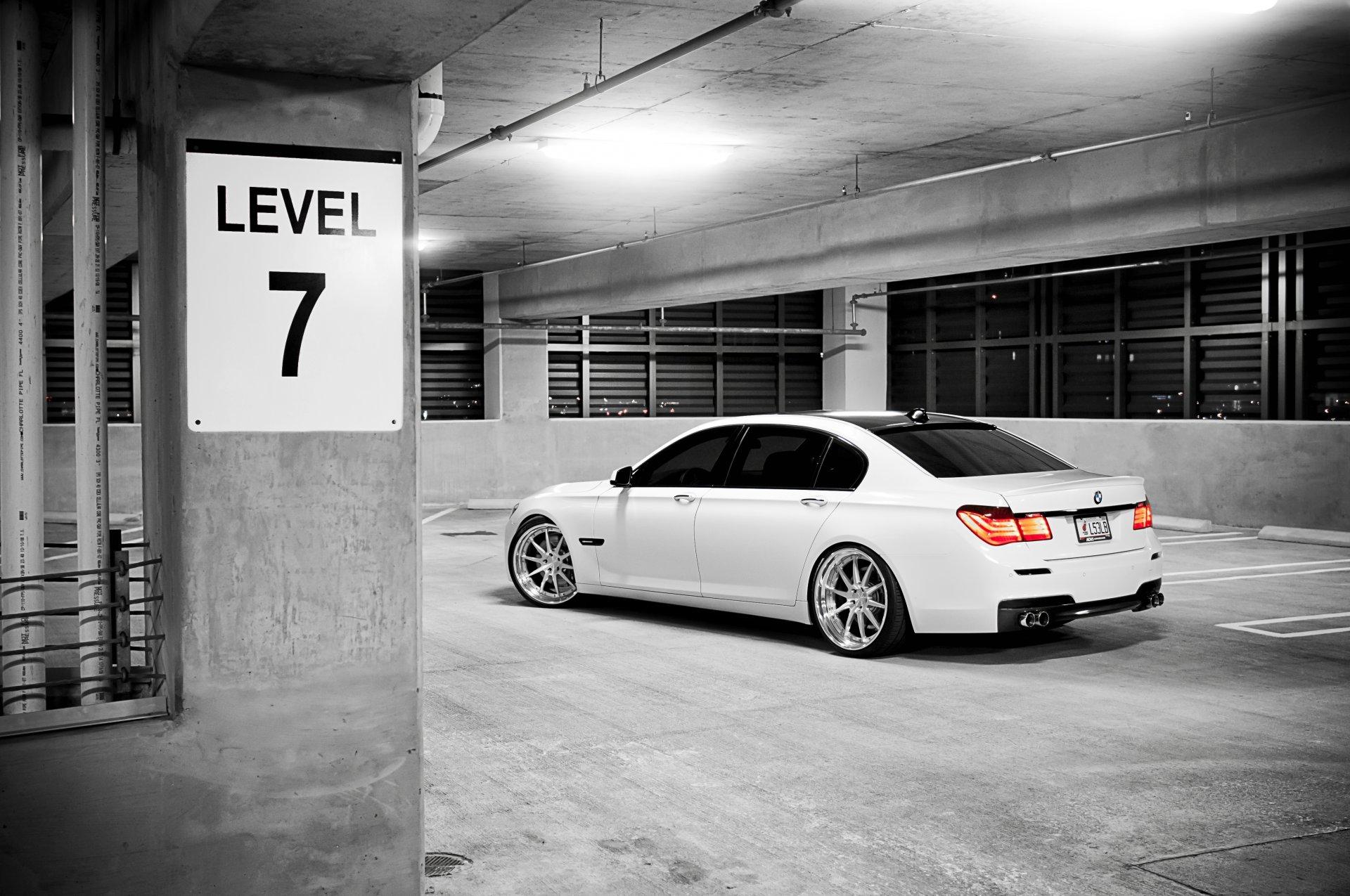 серый автомобиль парковка архитектура загрузить