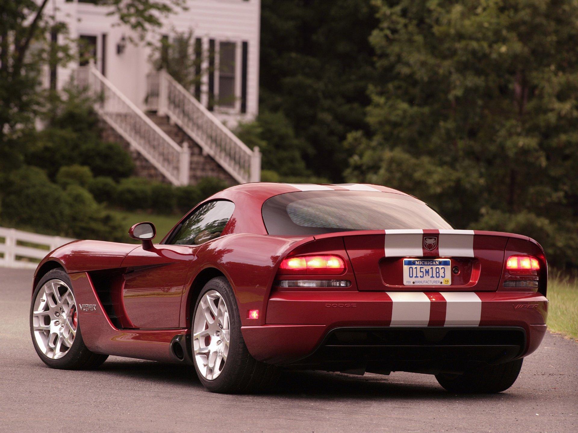 красный спортивный автомобиль Dodge Viper SRT  № 1128566  скачать