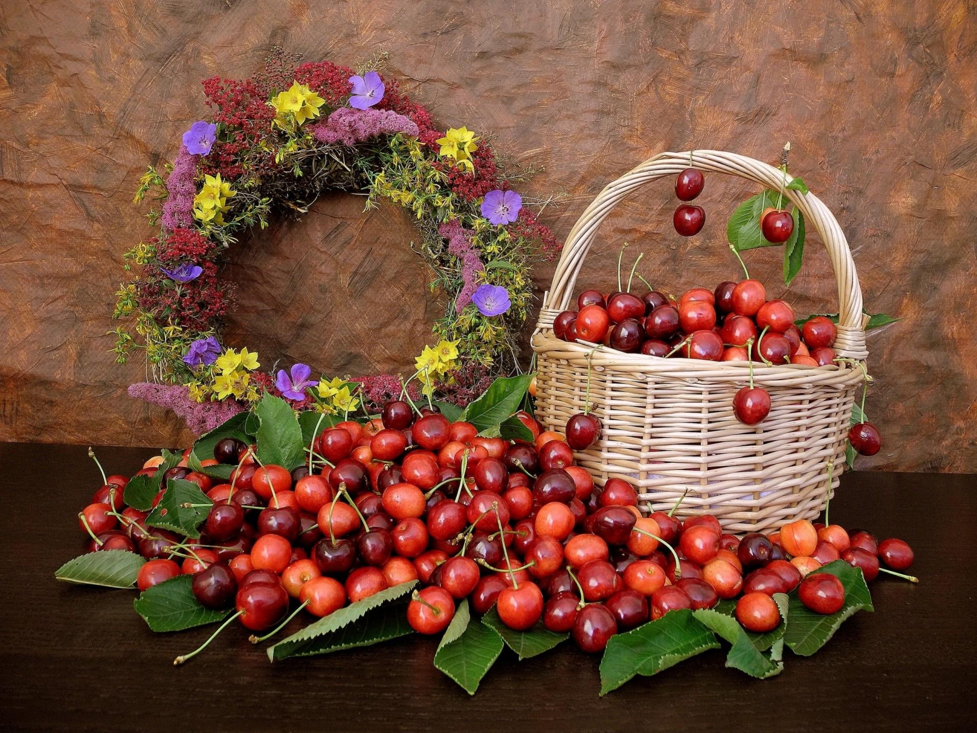 корзина с ягодами и цветами фото очень любит работать