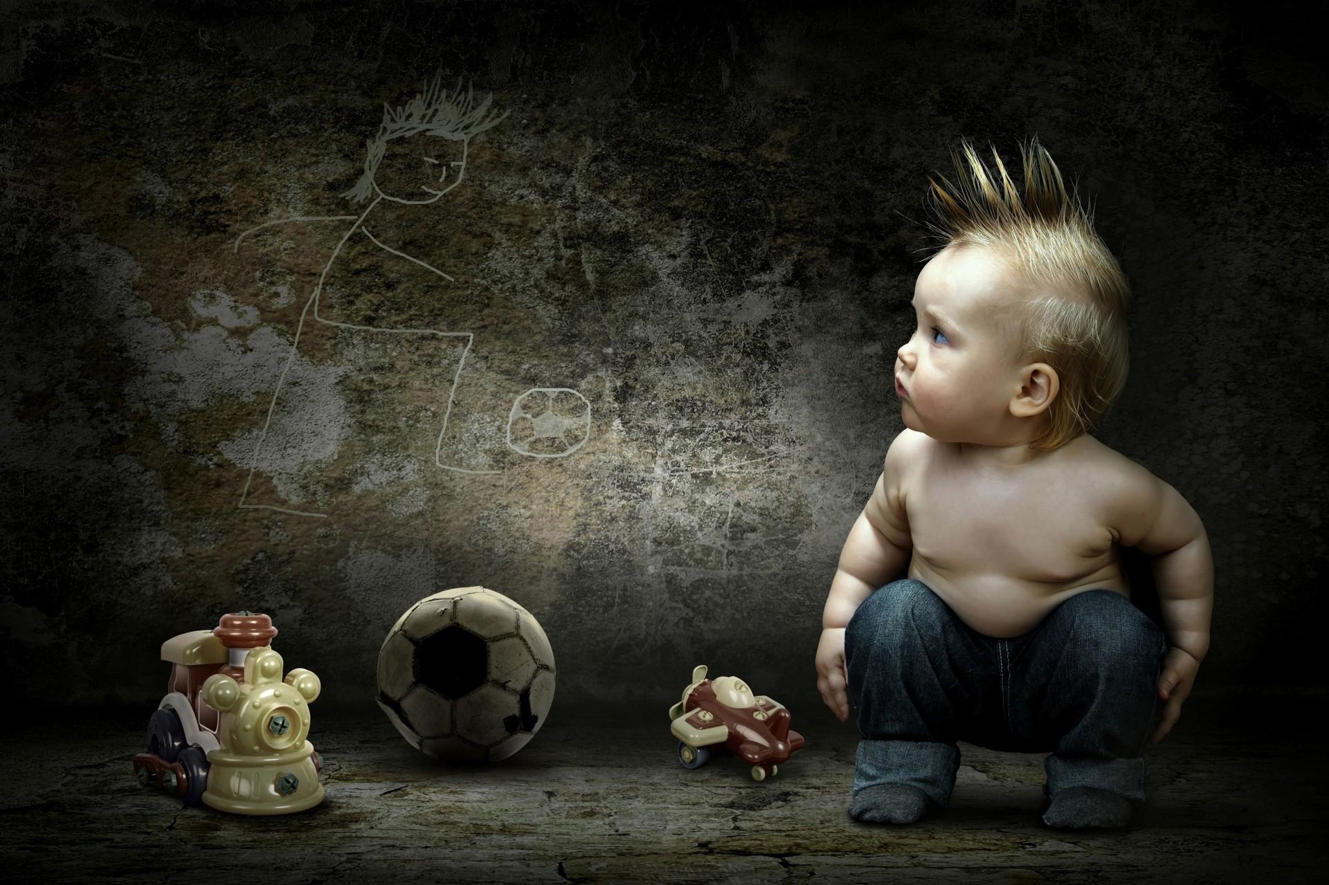малыш на темном фоне картинки