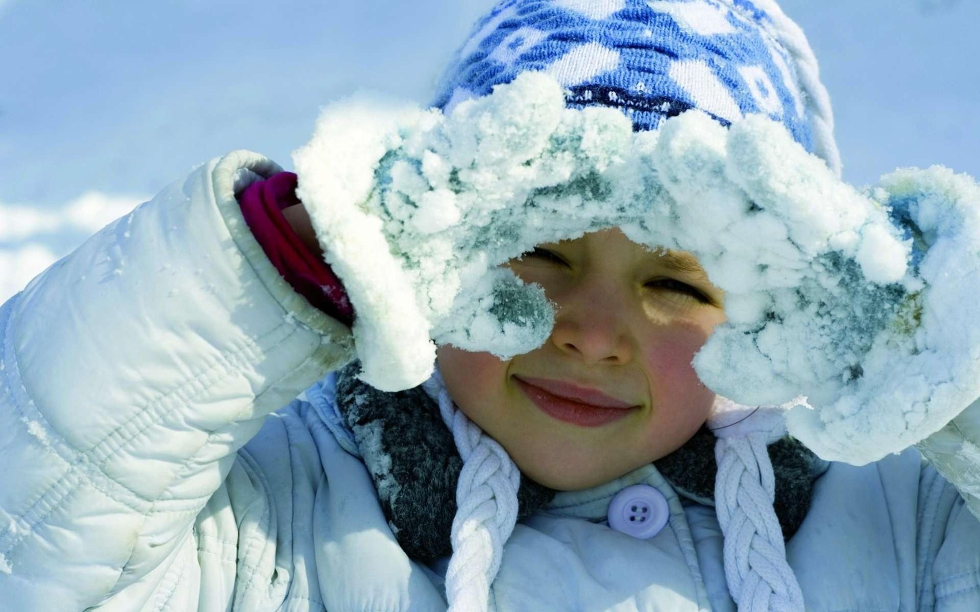 Зимняя картинка с ребенком