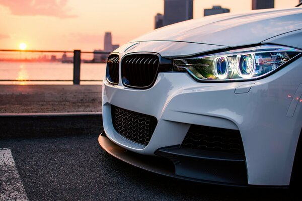 BMW F30 3 335I series white солнце свет город