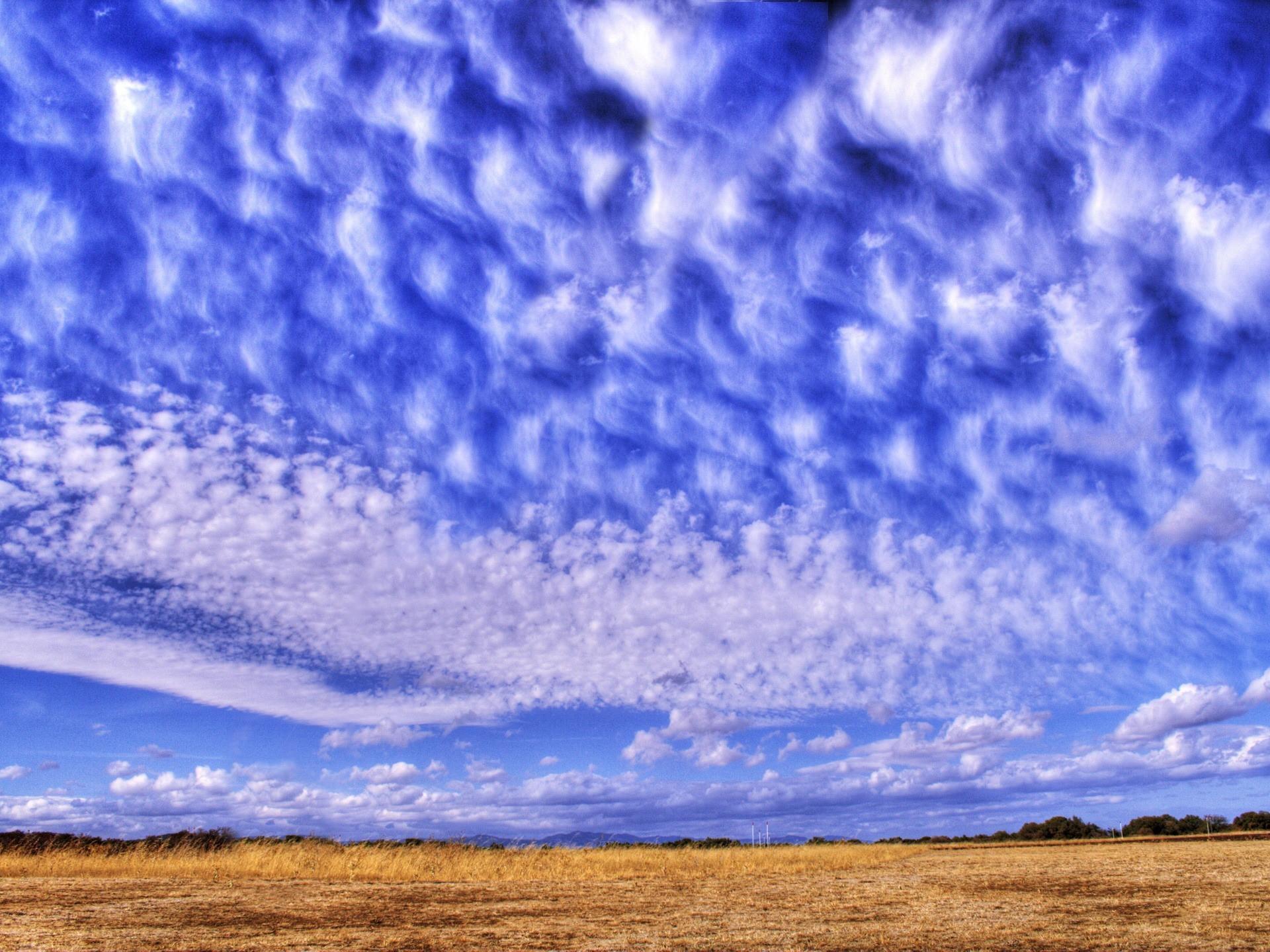 peristye-oblaka-nebo-sinij.jpg