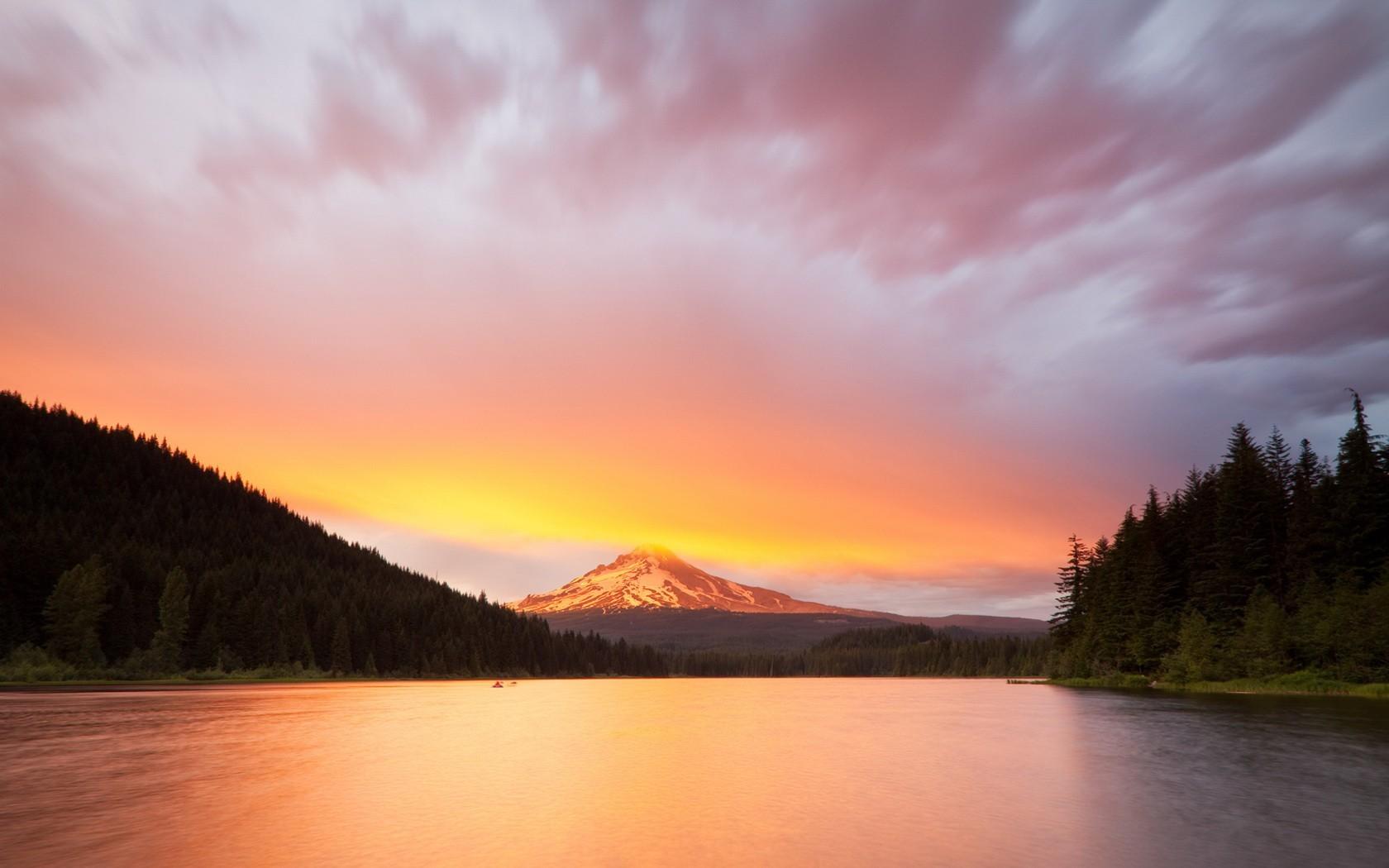 Озеро горное городок рассвет бесплатно
