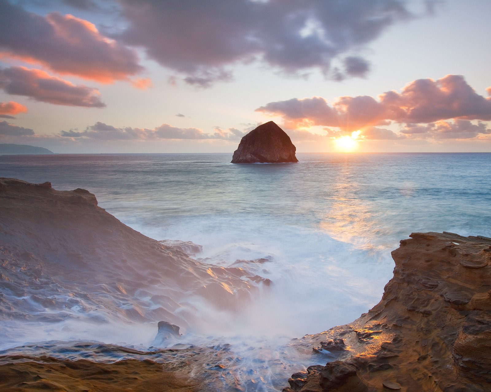 скала море солнце  № 673175 загрузить