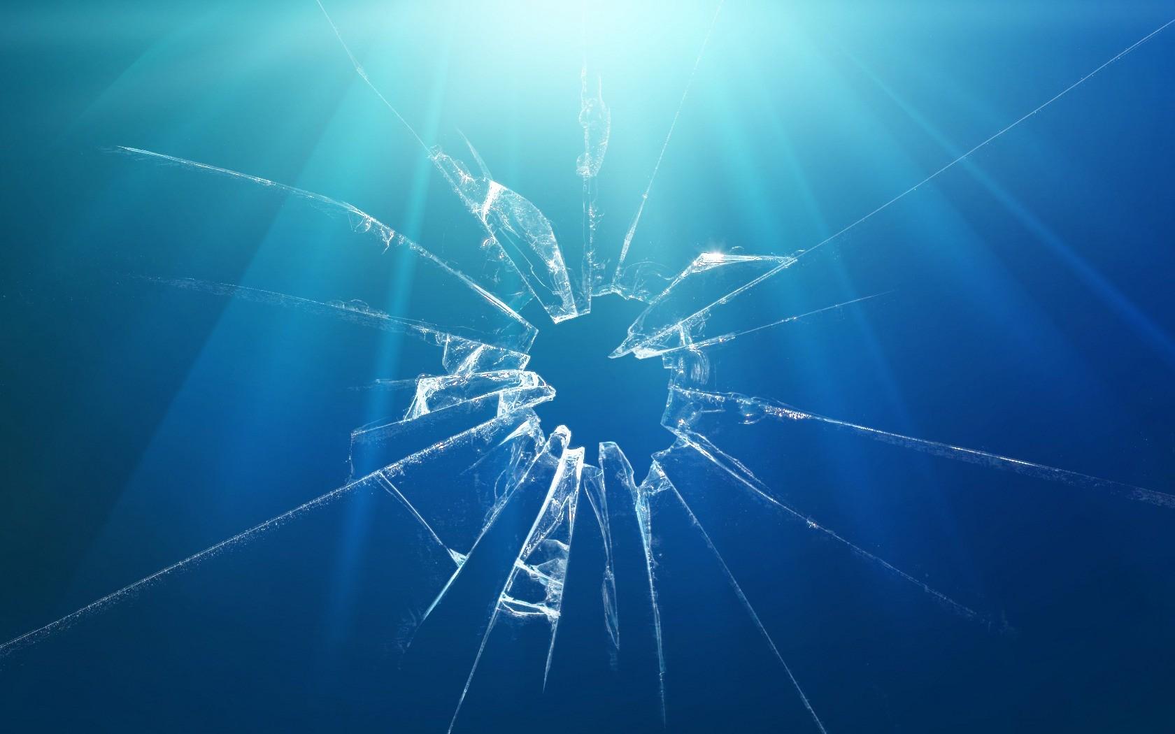 автором некоторых на экране ноутбука картинка разбитого стекла деньги около года
