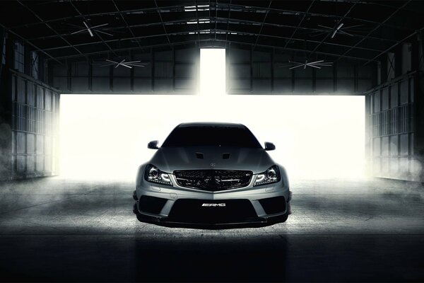 mercedes-benz c- klasse c63 amg black series серебристо передние фернандес мировой фотографии мерседес бенц серебристый ангар