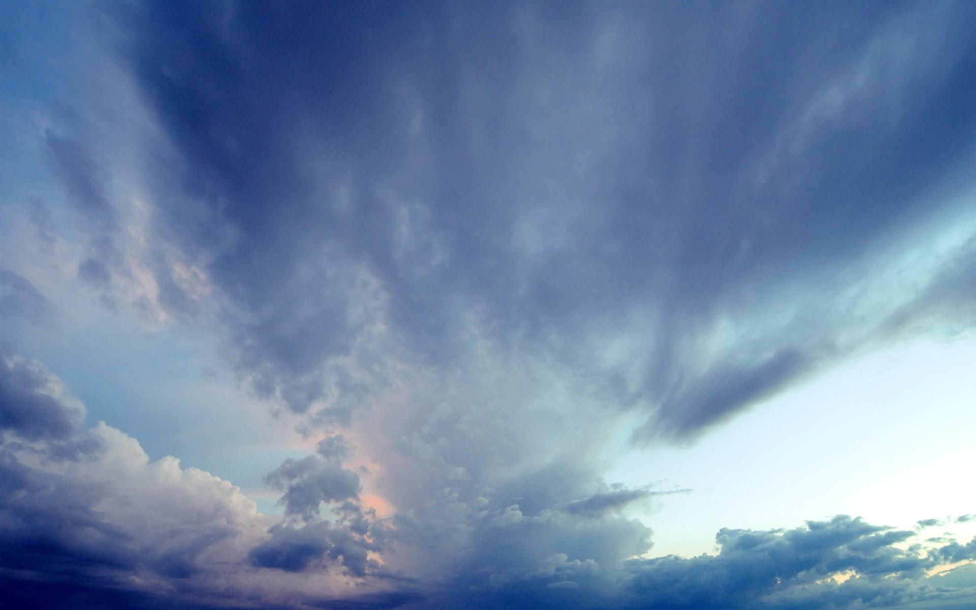 Облака в голубом небе  № 1666014 бесплатно