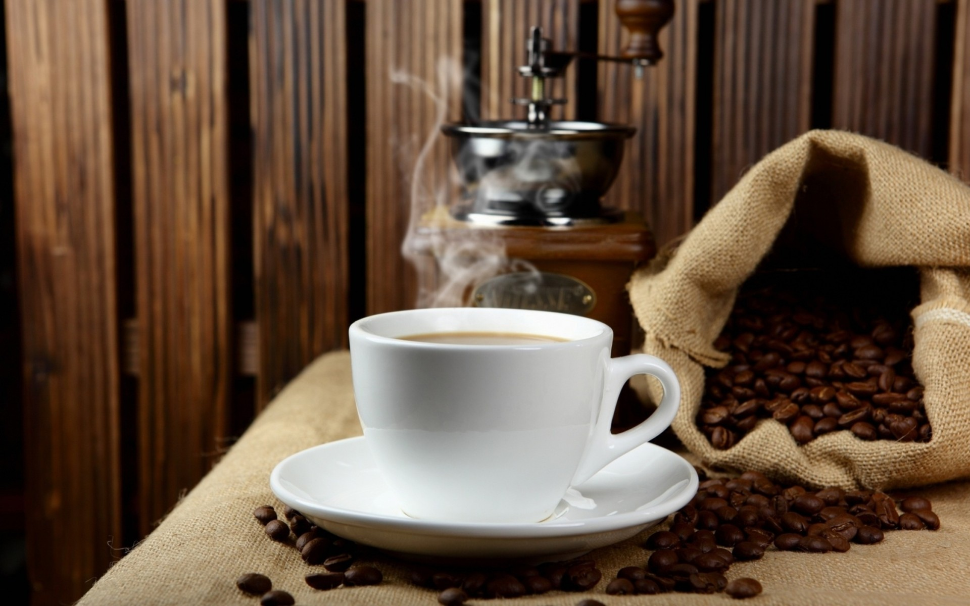 место две чашки кофе и кофейник картинки через