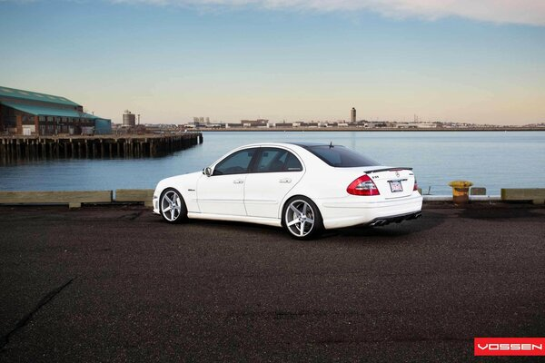 Car Wallpapers White Mercedes E-Class Tuning Vossen Автомобиль Обоя Мерседес Е-Класс Тюнинг Воссен Задок